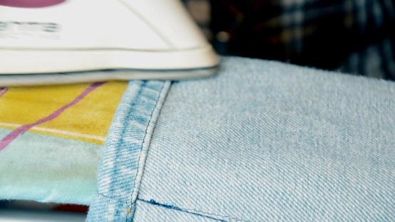 подворот джинсов заутюживаем