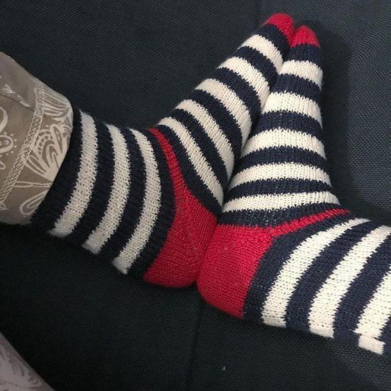 Носки в полоску с красной пяткой
