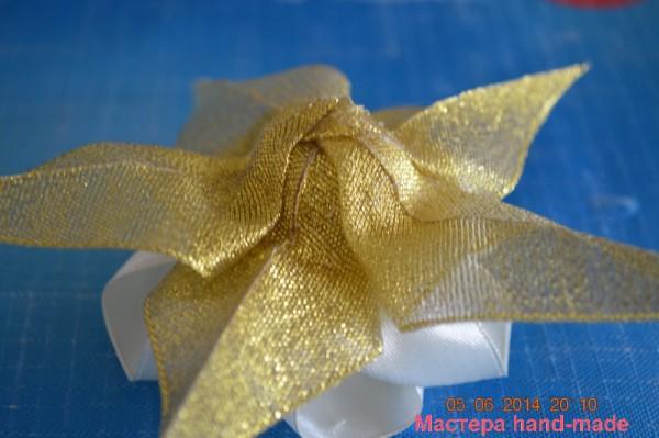 Роза из атласной ленты, на свадебную корзину