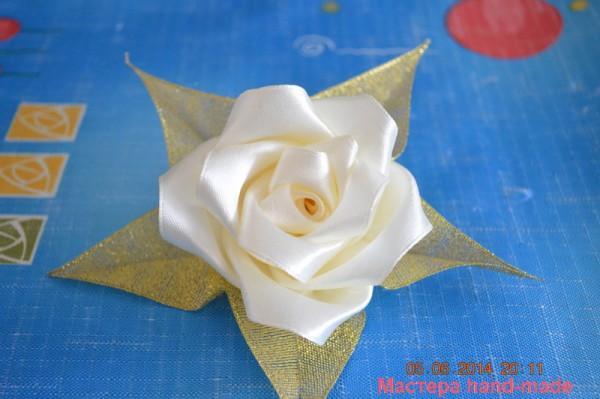 Роза из атлсной ленты