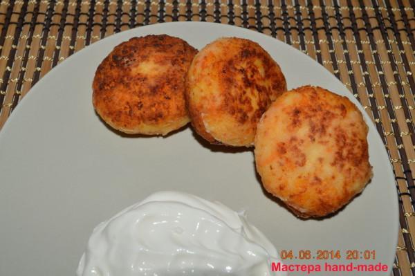 Пышные и вкусные сырники с манкой рецепт.