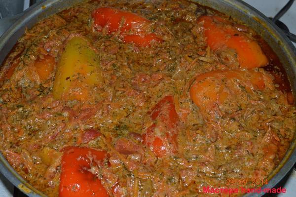 Перец фаршированный с рисом и мясом