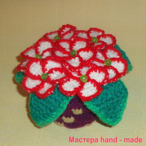 Вязаный цветок – фиалка крючком и спицами, описание