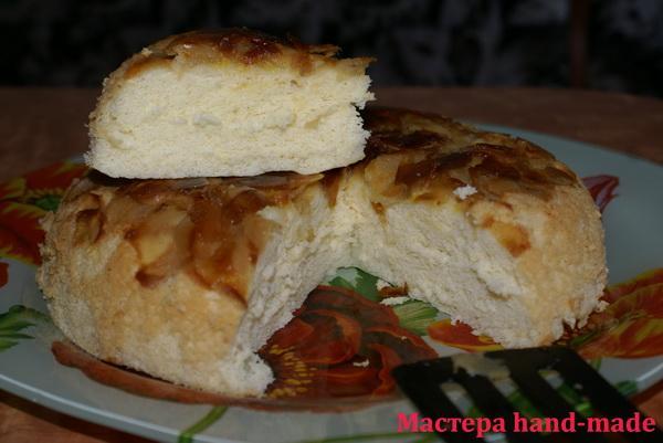 Бисквитный пирог с яблоками в мультиварке, рецепт с фото