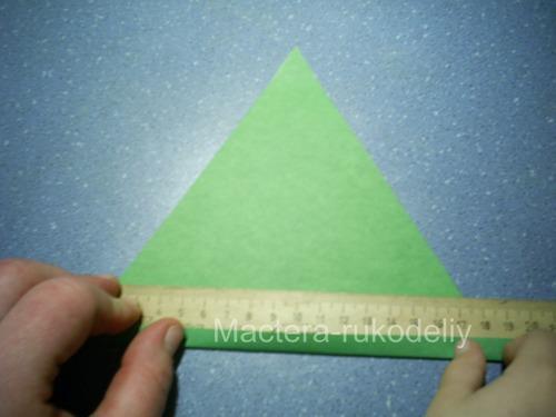 Первая складочка на треугольнике