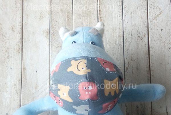 Детская медицинская маска на игрушке