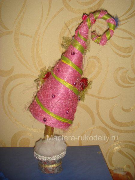 Розовая елочка конус