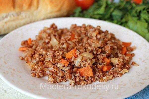 Гречневая каша с луком и морковью