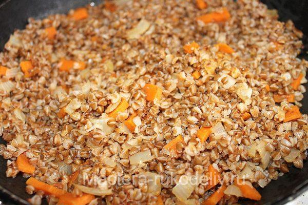 Греча с морковью и луком