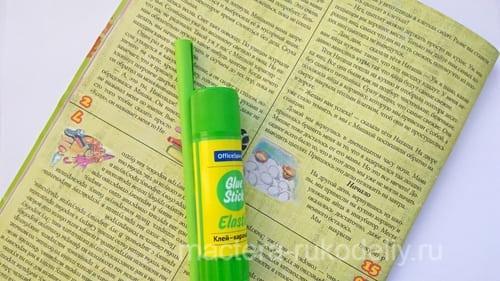 Материалы для елочки-журнальный лист и клей