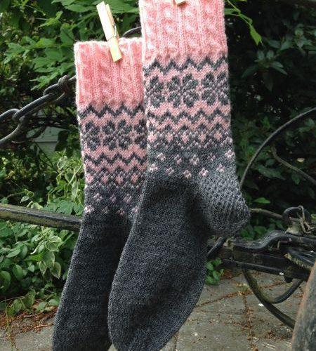 Красивые вязаные носочки