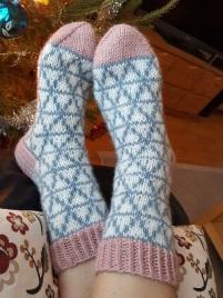 вязаные носки с розовой резинкой