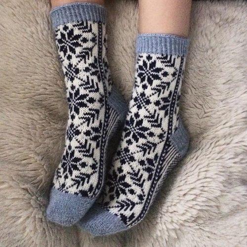 Вязаные орнаментом носочки