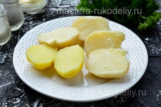 Отварной картофель - ингредиент для блюда картофельные лодочки с грибами