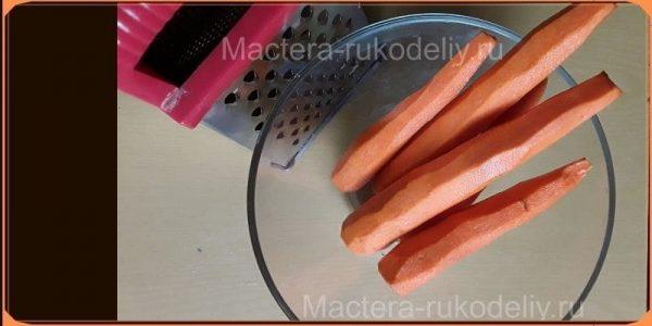 Почистить морковь, предварительно вымыть