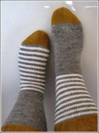 Вязаные полосатые носочки