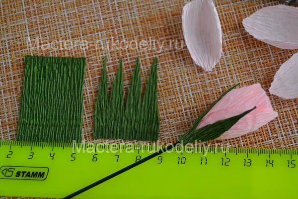 Делаем зеленые чашелистики для мини-розочки из бумаги