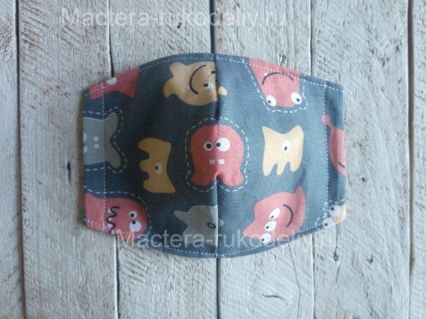 Прошить на машинке боковые края детской маски