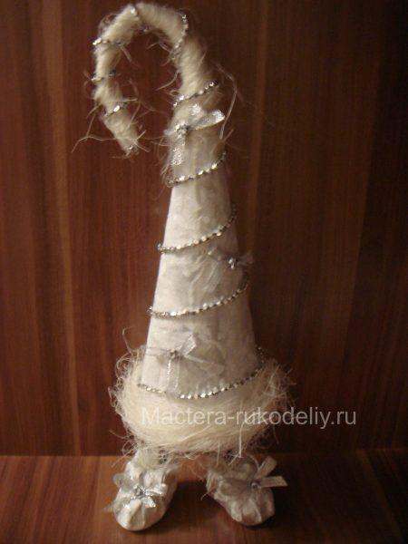 елка конусом серебряная