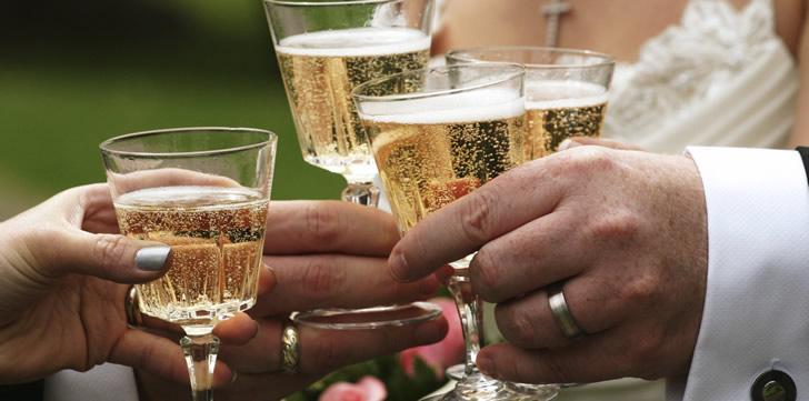 сколько надо шампанского на свадьбе