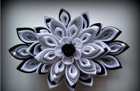 Снежинка канзаши -украшение палочки для волос
