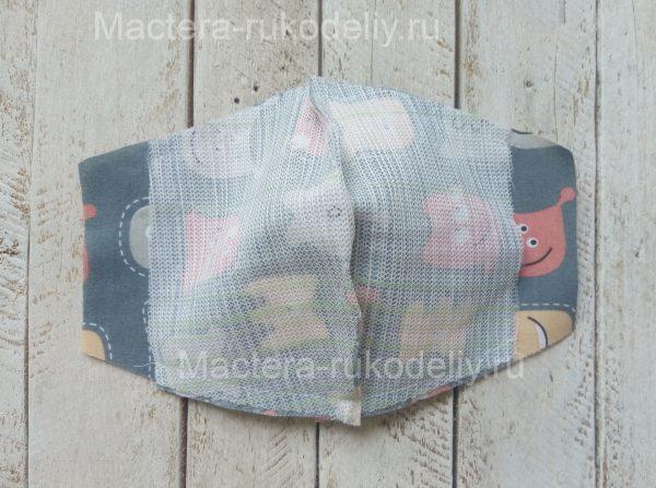 Прошить на машинке низ и верх защитной маски для ребенка