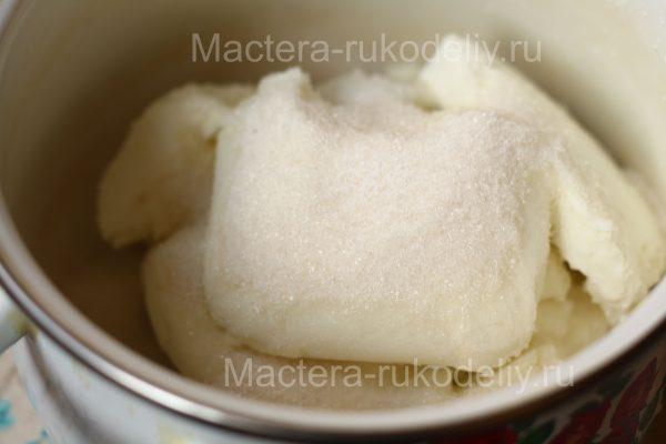 Творог для пасхи смешать с сахаром