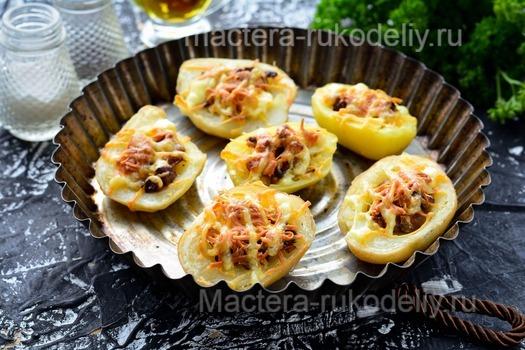 Запекать лодочки из картофеля с грибами и сыром в духовке